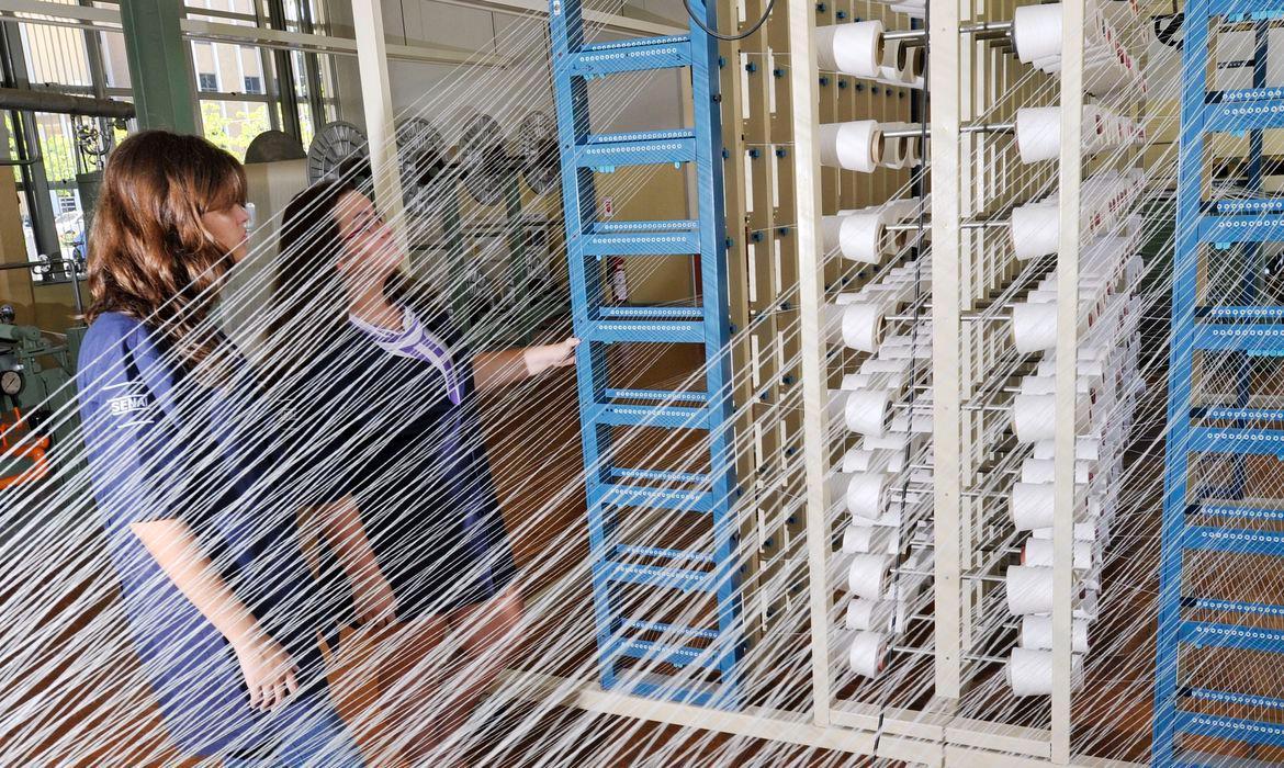 PIB cai 8,7% no segundo trimestre, aponta monitor da FGV