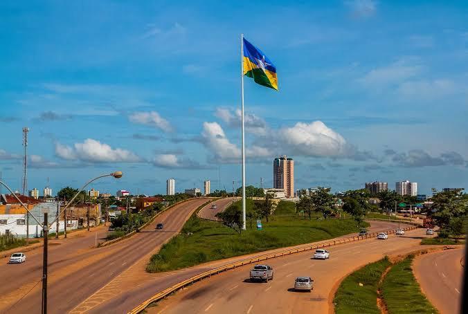 Rondônia determina toque de recolher por causa da covid-19 e transporte de cargas é decretada atividade essencial
